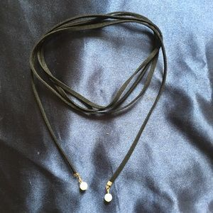 URBAN OUTFITTERS Long Choker w/ Pearls